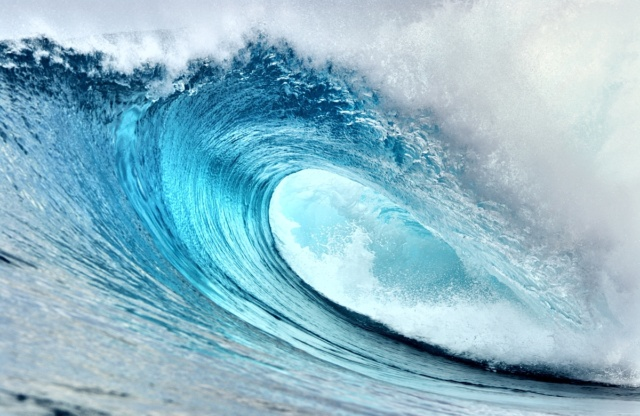 Photo de vague gros plan tube eau bleue